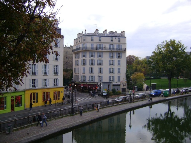 Canal Saint-Martin from a pedestrian bridge. Photo: Craig Nelson